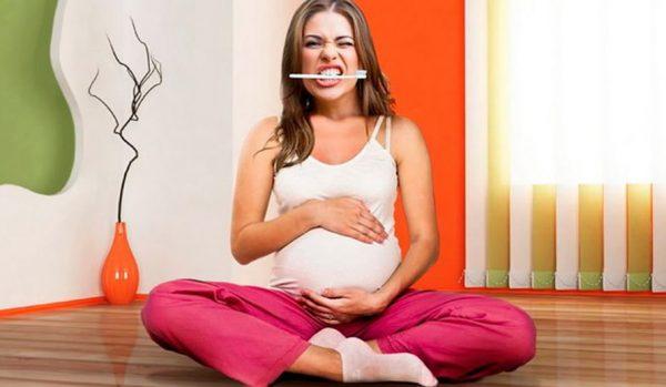 Во время беременности нужно заботиться о здоровье зубов