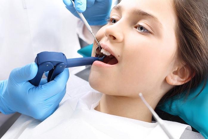 Чем опасно появление «акульих» зубов