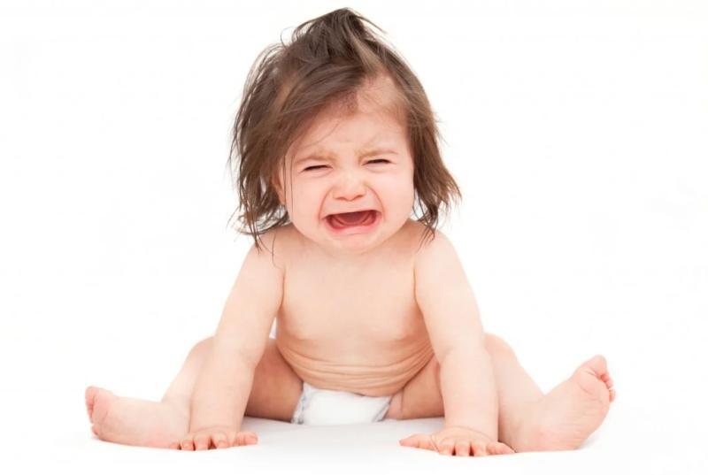 Большинство детей в период прорезывания зубов ведут себя беспокойно