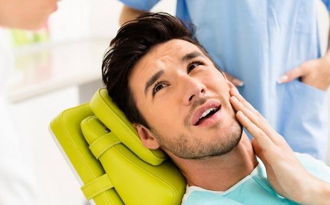 Почему может болеть зуб сразу после удаления нервов